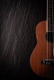 Гавайская гитара на черноте Стоковые Изображения