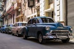 Гавана, Куба 31-ое марта 2017 - 4 классических американских автомобиля на Кубе Стоковые Фотографии RF