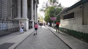 ГАВАНА, КУБА - 20-ОЕ ОКТЯБРЯ 2017: Городок Гаваны старый с людьми Бульвар Malecon акции видеоматериалы