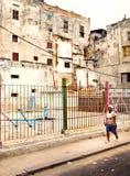 ГАВАНА 30-ОЕ ДЕКАБРЯ: Улица в старой части города 3-ье декабря Стоковое Изображение RF