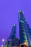 гавань Бахрейна финансовохозяйственная возвышается близнец Стоковые Фотографии RF