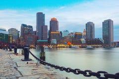 Гавань Бостона и финансовый район на заходе солнца Бостон, Массачусетс, США Стоковое фото RF