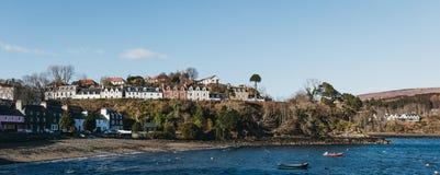 Гавань в Portree, острове Skye, Шотландии стоковое фото rf