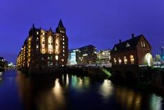 Гавань Гамбурга на ноче Германия Стоковое Изображение RF