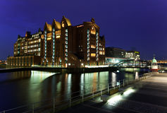 Гавань Гамбурга на ноче Германия Стоковое фото RF
