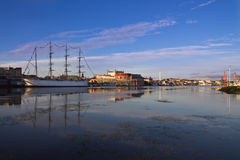 Гавань Гётеборга в утре с кораблем ветрила стоковое фото rf