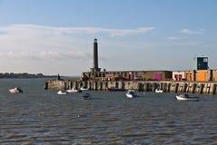 Гавань и маяк Margate на полной воде стоковые фотографии rf