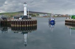 Гавань и inshore рыбопромысловый флот в Kirkwall, острове материка, оркнейских островах Шотландии стоковая фотография
