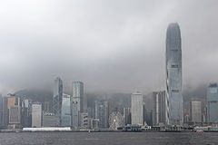 Гавань победы в туманной погоде, Гонконге стоковое фото rf