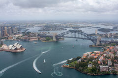 Гавань Сиднея - съемка антенны моста оперного театра & гавани Стоковые Изображения RF