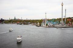 Гавань Стокгольма с шлюпками и Luna Park Стоковая Фотография