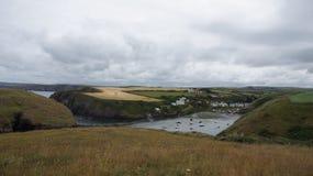 Гавань Abercastle в лете в Уэльсе Стоковые Фото