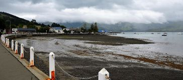 Гавань Akaroa, Новая Зеландия стоковое изображение rf