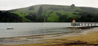 Гавань Akaroa, Новая Зеландия стоковые изображения rf