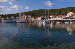 Гавань Fiskardo, на острове Kefalonia в Греции стоковая фотография