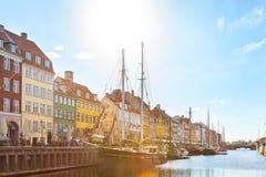 Гавань Nyhavn в солнечном дне Стоковые Изображения