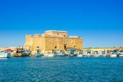 Гавань Paphos с замком, Кипра стоковые изображения