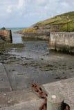 Гавань Solva, Pembrokeshire, приливы вне стоковые изображения