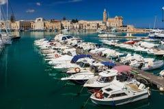 Гавань Trani Apulia Италия стоковая фотография rf