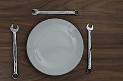 3 гаечного ключа ванадия хрома установили вокруг плиты для рабочего обеда Стоковое Изображение