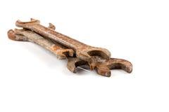 гаечные ключа предпосылки старые ржавые белые Стоковые Фотографии RF