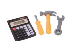 Гаечный ключ, молоток и отвертка с калькулятором стоковая фотография