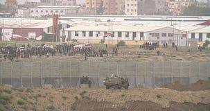 Газа, 30-ое марта 2019 Палестинцы противостоя израильским солдатам на гра