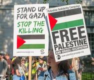 Газа: Остановите митинг протеста бойни в Уайтхолле, Лондоне, Великобритании стоковые фотографии rf