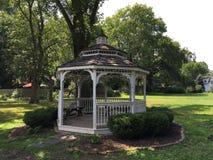 Газебо в парке, летнем времени Стоковое Изображение RF
