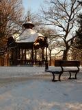 Газебо в робе зимы стоковые изображения