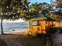 Газебо крыши соломы морем, Филиппинами Стоковые Изображения