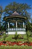 Газебо на холме в саде Стоковые Фотографии RF