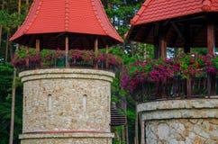 2 газебо с цветками в спе Bojnice Стоковые Изображения RF