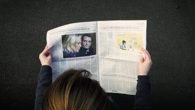 Газета чтения женщины акции видеоматериалы