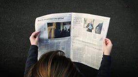 Газета Gerard Collomb чтения женщины и macron Emmanuel статья видеоматериал