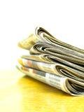 Газеты штабелированные вверх Стоковая Фотография