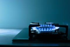 газовая плита пламен предпосылки черная Стоковая Фотография RF