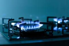 газовая плита пламен предпосылки черная Стоковые Фото