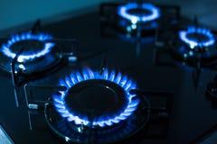 газовая плита пламен предпосылки черная Стоковые Изображения RF