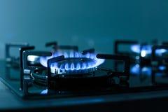газовая плита пламен предпосылки черная Стоковые Изображения
