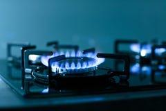 газовая плита пламен предпосылки черная Стоковое Фото