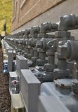 Газовые счетчики серого цвета строки стоковые изображения