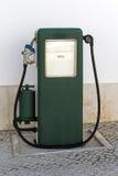 Газовый насос год сбора винограда стоковое изображение
