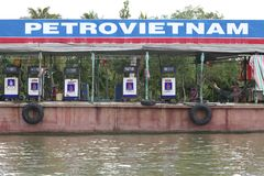газолин Вьетнам баржи плавая Стоковое Фото