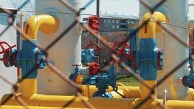 Газопровод в фабрике сверля запад Сибиря масла индустрии хороший Газовая промышленность Станция для обрабатывая и нагнетая природ акции видеоматериалы