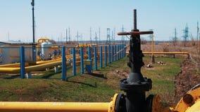 Газ и нефтепровод с клапаном Индустрия газовой промышленности Обрабатывать топлива Транспорт и распределение естественного акции видеоматериалы