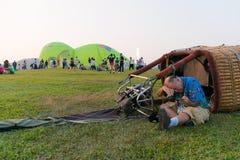 Газ пламени человека силуэтов и baloon привода Стоковые Фото