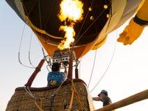 Газ пламени человека силуэтов и baloon привода Стоковое Изображение