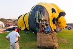 Газ пламени человека силуэтов и baloon привода Стоковые Изображения RF