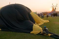 Газ пламени человека силуэтов и baloon привода Стоковая Фотография RF